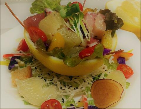 海鮮とぶんたんのサラダ