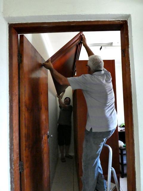1-親の家の改修3ついでに洋服ダンスの交換5洋服ダンス組み立て中1