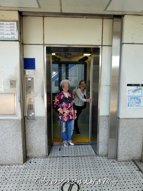 1-osaka-ape5歩道橋エレベーター