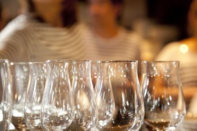 イメージワイングラス (2)