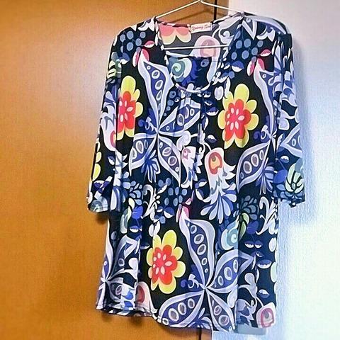 洋服の見直し:大胆な花柄シャツ
