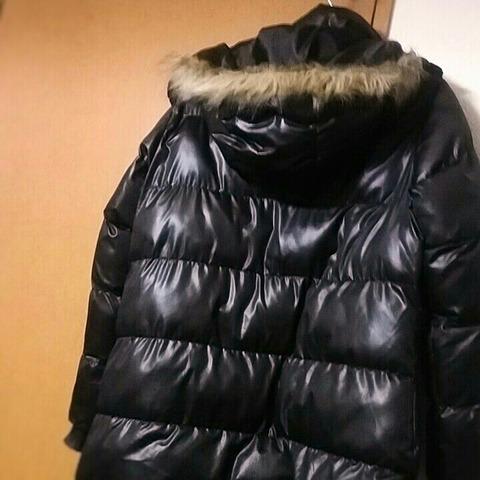 洋服の断捨離:黒いテカテカダウンコート2
