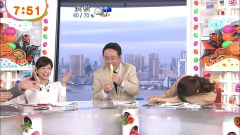 【画像】フジテレビ・加藤綾子アナ、めざましテレビ生放送中に爆睡