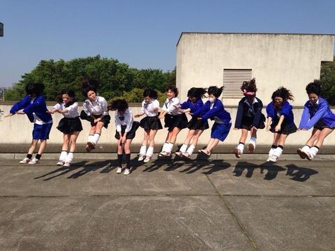 【画像】女子高生の間でルーズソックスが完全復権!
