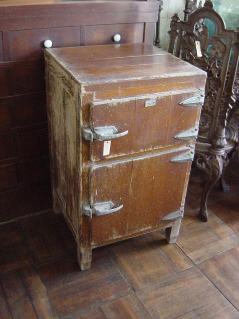 brisee 302  古い冷蔵庫です。 剥げた感じがとてもいいです。 インテリア、店舗什器、.