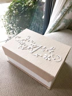 モノグラム刺繍のジュエリーケース