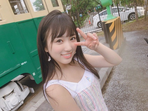 【※ガチ】ワンピースを着た可愛い女子高生が撮られるwww(画像あり)