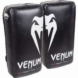 Giant Kick Pads blackwhite 1