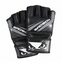 Accelerate Youth MMA Gloves black1