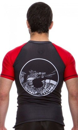 Rash Guard Maori red3