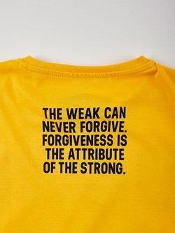 MANTOxKRAZYBEE_tshirt_yellow2