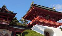 赤間神宮 - 幼帝・安徳天皇をお祀りする、竜宮城を模した社殿でも有名な神宮
