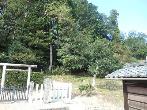 那羅山墓 - 反逆者の墓が残るという日本の特異性について考えてみる【古事記紀行2014】のキャプチャー