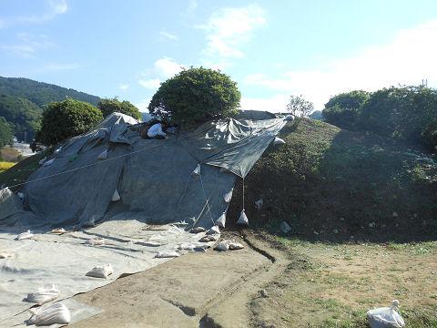 都塚古墳 - 本当に何の変哲もない畑に囲まれた小山のようなものなのだが【古事記紀行2014】のキャプチャー