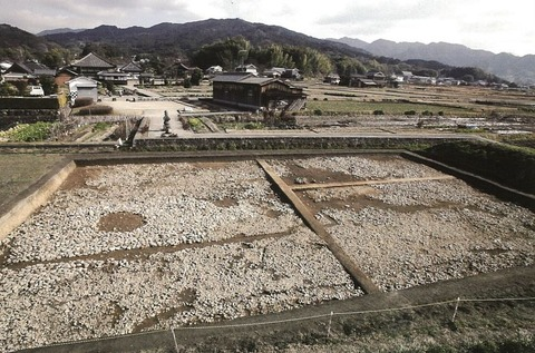 壬申の乱の大友皇子軍営跡か、隼人・蝦夷を饗応した施設か、日本書紀そのままの建物跡 - 明日香村のキャプチャー