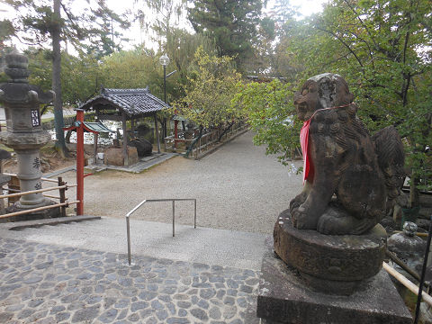 氷室神社(奈良)の四脚門付近から境内を望む - ぶっちゃけ古事記