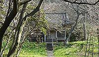 蒲原神社(村上市) - 平安期の勧請、御神体の筥竪山・鉾立岩が等間隔で並ぶ遥拝所