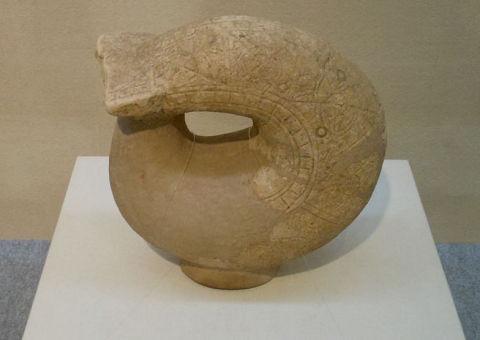 鞆形埴輪 - アマテラスが武装する際、身にまとった竹の鞆とはこんなものだった?【大古事記展】のキャプチャー