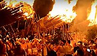 重要無形民俗文化財「大善寺玉垂宮の鬼夜」 - 小正月の火祭りに追儺の儀式が結合