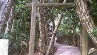 人魚神社 - 沖縄新城島、「人魚の肉」ジュゴンの骨を祀る、立ち入り・撮影禁止、秘祭