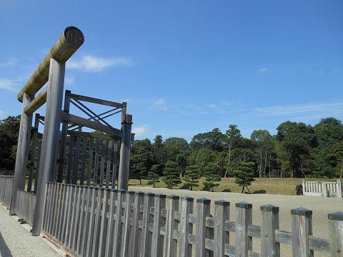 神武天皇陵の拝所、右側のショット - ぶっちゃけ古事記