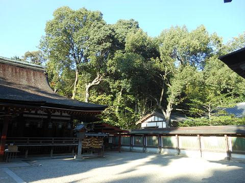 石上神宮の拝殿(国宝)、向かって右手を望む - ぶっちゃけ古事記