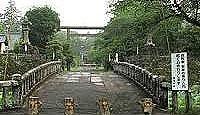 相良護国神社 - 人吉城跡に鎮座、繊月城と呼ばれる由来の奇石を境内の宝物館に所蔵する