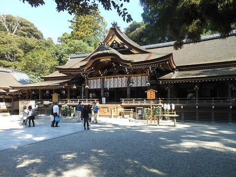 大神神社の拝殿を右側から見て - ぶっちゃけ古事記