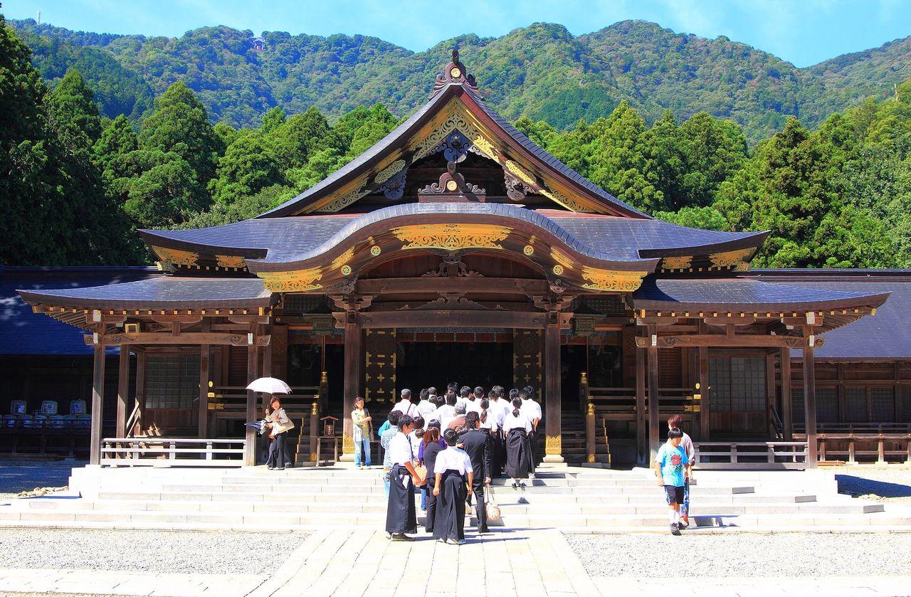 彌彦神社 - Wikipedia