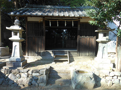 伊射奈岐神社 拝殿の左手にあるお社 - ぶっちゃけ古事記