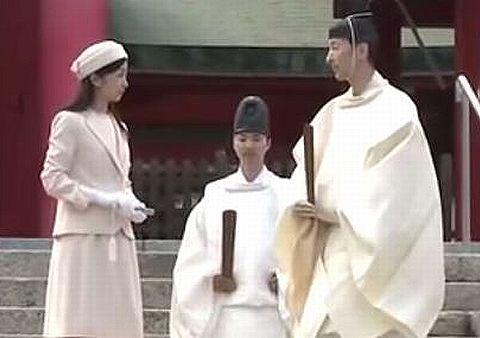 秋篠宮ご夫妻の次女・佳子さまが初の単独での地方公務、安徳天皇を祀る赤間神宮にご参拝のキャプチャー
