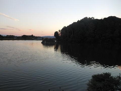 垂仁天皇陵「菅原伏見東陵」からの帰路、陵墓とお堀を振り返る - ぶっちゃけ古事記