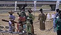 石和八幡宮 - 物部神社から鎌倉期に八幡を勧請、源頼朝も和歌を奉納、伝統の流鏑馬神事
