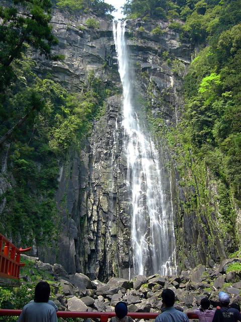 那智霧乃にも関連する、那智の滝で恒例のしめ縄張り替え - 滝の飛沫の延命長寿にあやかりたい!のキャプチャー