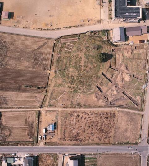 纒向石塚古墳(奈良県・桜井市) - 成立期、最古の前方後円墳の一つ 全長96メートルのキャプチャー