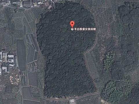 西殿塚古墳(奈良県・天理市) by Googleアース - ぶっちゃけ古事記