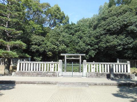 綏靖天皇陵の拝所、近距離 - ぶっちゃけ古事記