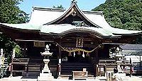 糸碕神社 - 神功皇后が船を繋ぎ井戸の水を求めた故事、樹齢500年の大楠と夜泪き松の伝承