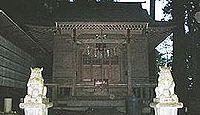 石神山精神社 - 宮城遂倉山、白い崖・屏風岩の下に神殿、坂上田村麻呂お手植えの老杉