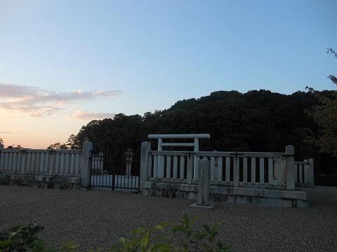 垂仁天皇陵「菅原伏見東陵」の拝所 - ぶっちゃけ古事記
