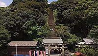 須賀神社(小城市) - 急峻な山肌を一直線に上る153段の石段、「人間見るのは小城の祇園」