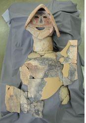 国内最古の「盾持ち人埴輪」が出土した茅原大墓古墳の報告書 限定200部を発売へ - 奈良県・桜井市のキャプチャー