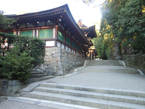 石上神宮の拝殿に進む 回廊 - ぶっちゃけ古事記