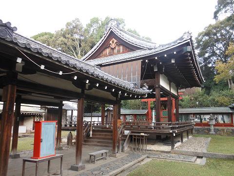 氷室神社(奈良)の拝殿・舞殿、右手から - ぶっちゃけ古事記