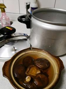 2月25日干し椎茸蒸す滋養スープ