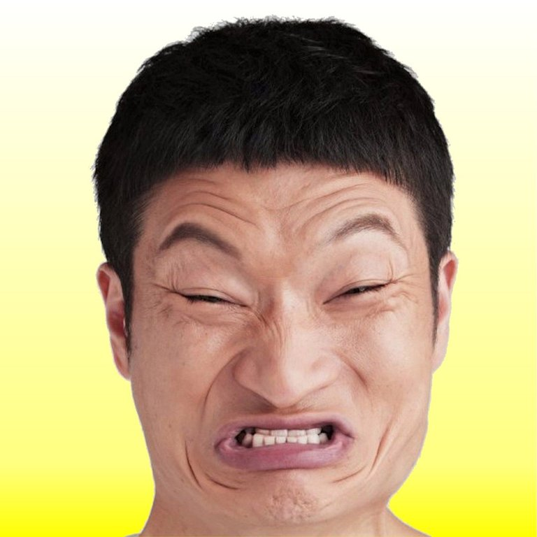 加藤歩さんと言えば、持ちネタである「くやしいです」の顔芸で知られている。  「歩」という名前は、将棋好きの父親が「歩のない将棋は、負け将棋」という格言から取っ