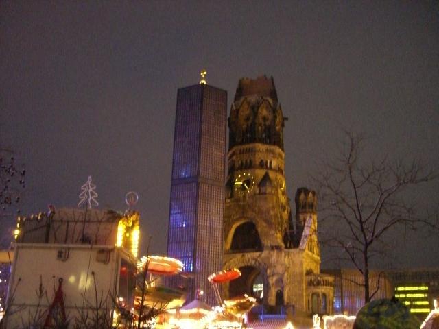 ZOO駅の塔