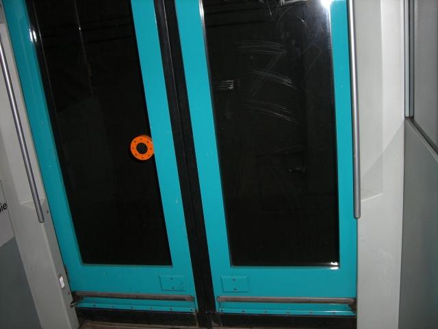 地下鉄ドア