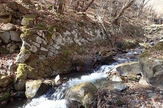 s-PB121610右岸の石積み跡