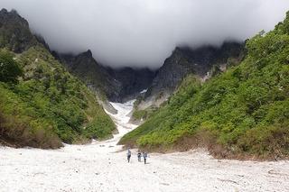 s-07-雪渓を行くP5301250